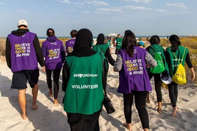 Zorganizowany przez Service Kashtah (program wspierający odpowiedzialność społeczną NYUAD)The Great Nurdle Hunt - wspólne zbieranie nurdli z plaży. Nurdle to odpady plastikowe, zazwyczaj w kształcie malutkich kuleczek, które stanowią ogromne zagrożenie dla środowiska wodnego.